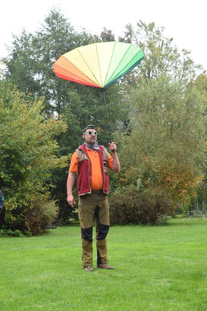 Bild: Harry mit Schirm